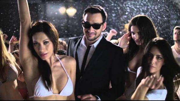 Έχω γιορτή βίντεο κλιπ στίχοι, Πάνος Καλίδης