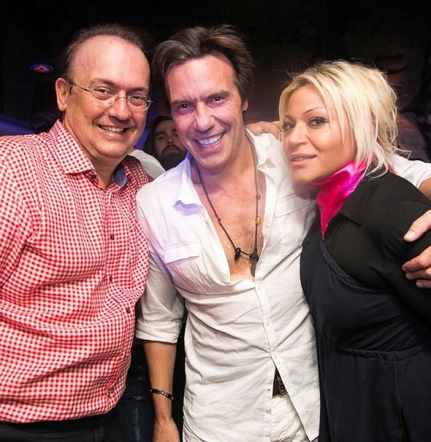 Γιάννης Καζανίδης – Ο Στράτος Τζώρτζογλου με τη συνοδό του