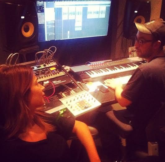Η Ελένη Χατζίδου στο Studio ηχογραφεί το νέο της τραγούδι